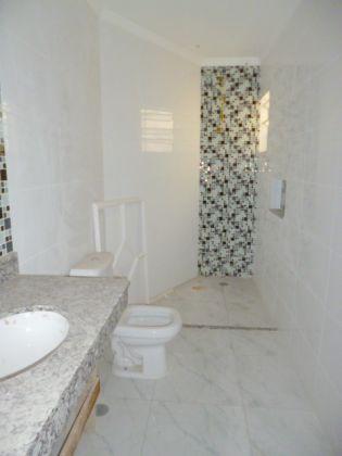 http://www.imobiliarialucro.com.br/fotos_imoveis/1428/P1040139-001.JPG