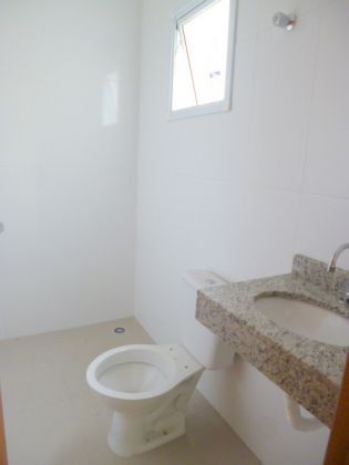 http://www.imobiliarialucro.com.br/fotos_imoveis/1925/P1110125-001.JPG