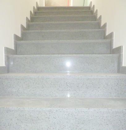 http://www.imobiliarialucro.com.br/fotos_imoveis/2042/7.JPG