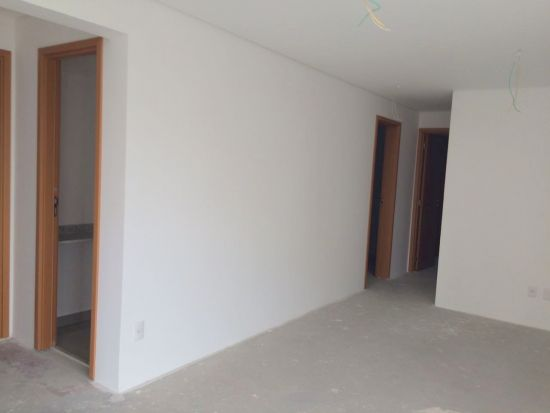 http://www.imobiliarialucro.com.br/fotos_imoveis/2061/4.jpg