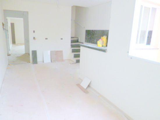 http://www.imobiliarialucro.com.br/fotos_imoveis/2171/b1.JPG