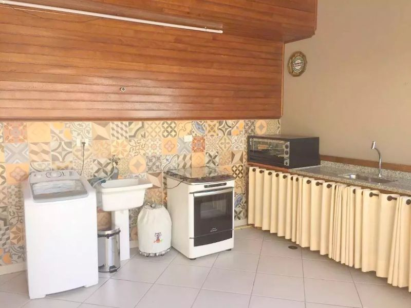 http://www.imobiliarialucro.com.br/fotos_imoveis/2327/2017.06.20-11.45.21-1.jpg