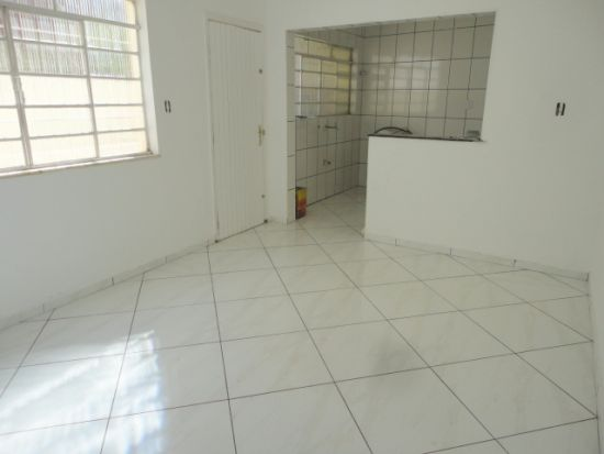http://www.imobiliarialucro.com.br/fotos_imoveis/485/25.JPG